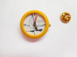 Superbe Pin's , Montre , Marine Bateau Voilier Lydia ( Pas D'envoi Hors De France ) - Boats