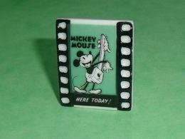 Fèves / Disney : Mickey Mouse  T126 - Disney