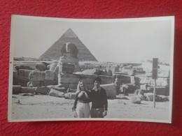 POSTAL OLD POST CARD CARTE POSTALE FOTOGRÁFICA ? PAREJA COUPLE DE NOVIOS ? EN LAS PIRÁMIDES PIRÁMIDE DE EGIPTO EGYPT VER - Pirámides