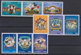 2335  WALT DISNEY - GUYANA ( Mickey Outdoors ) - Disney