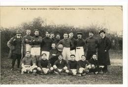 Carte Postale Ancienne Parthenay - S.A.P. Equipe Première. Champion Des Charentes - Sports, Football - Parthenay