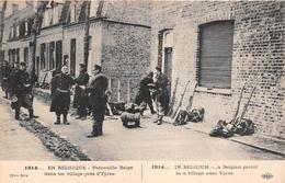 ¤¤   -  BELGIQUE   -  YPRES   -  Patrouille Belge Dans Un Village  -  Guerre 1914 - 1918  -  ¤¤ - Andere