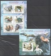 L910 2012 MOCAMBIQUE FAUNA BIRDS AVES DE RAPINA EM VIAS EXTINCAO 1KB+1BL MNH - Adler & Greifvögel
