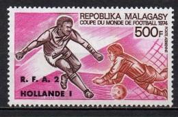 Madagascar - Poste Aérienne - 1974 - Yvert N° PA 143 ** - Coupe Du Monde Football Allemagne - Madagascar (1960-...)