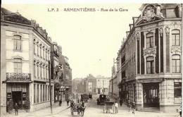 CPA  ARMENTIERES Rue De La GARE Animée , Café , Restaurant , Calèches - Armentieres