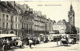 CPA  DOUAI Marché De La Grand-place , Belle Vue Animée - Douai