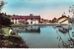 88 - BAINS Les BAINS Un Coin De La TREFILERIE ( Industrie Usine ) Bon Plan PECHEUR à La LIGNE 6 CPSM Dentelée PF Vosges - Bains Les Bains