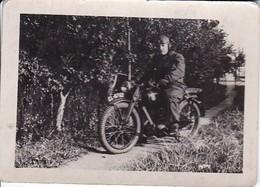 Foto  Mann Auf Motorrad - Ca. 1940 - 8*5cm (35625) - Cars