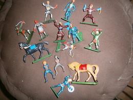 LOT  STARLUX EN L ETAT - Figurines