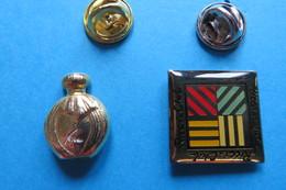 Lot De 2 Pin's,Parfum, Flacons, - Perfume