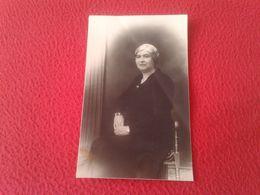 POSTAL POST CARD CARTE POSTALE FOTOGRÁFICA 1933 MUJER MAYOR SEÑORA DE LUTO ENLUTADA. M. RIUS IGUALADA ? IN MOURNING VER - Fotografía