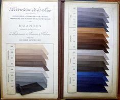 COULEURS NUANCIER DES SOIERIES DE LYON POUR DOUBLURES AVEC 25 ECHANTILLONS OPTIQUE COLOR 1920 - Vieux Papiers