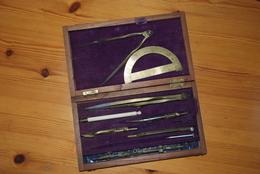 Très Belle Boite De Compas En Laiton - Technics & Instruments
