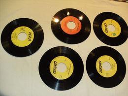 Lot De 4 Disques 45 Tours Edités Par Century + 1 Disque 45 Tours Vega - Disco & Pop