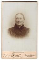 Photo Jules Sterck, Alost, Portrait De Charmante ältere Dame In Schwarzer Bluse Avec Brosche Et Perlen - Personnes Anonymes