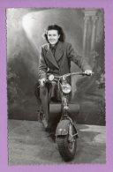 Foto Cartolina Donna Su Lambretta (1952) - Motorbikes