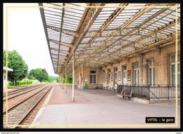 88  VITTEL  ... La  Gare  Interieure - Vittel Contrexeville