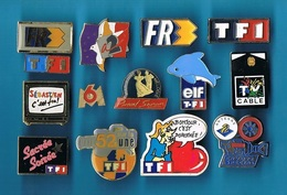14 PIN'S  //   ** MÉDIAS / TÉLÉVISION \ TF1 \ A2 \ FR3 \ M6 \ CÂBLE ** - Medias