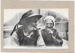 BRETAGNE - Breton Et Bretonne Fumant La Pipe - BORD** - - Bretagne