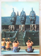 #11-INDONESIA POSTCARD 1970s 3D CARD(TOP STEREO), PRAYERS AT PURA BESAKIH, BALI - Indonesia