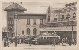 MAROC - CASABLANCA - DEPART DES CARS - BUS DE LA COMPAGNIE DE TRANSPORTS - C.T.M.  -  BANQUE D'ETAT - Casablanca