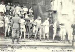 """COLLECTION """"ARCHIVES"""" - Soldats Français Prisonniers Des Allemands à La Station D'Epouillage - Guerra 1939-45"""
