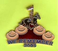 Pin's Gendarmerie Royale Canadienne We Remember 2005 - 10H25 - Police