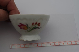 B/ France Picardie Nord Bol à Café Du Nord Motif Tulipe Décalcomanie Coffee Ca 1920 1930 Hauteur 5 Cm Diametre 8,8,7cm - Cups