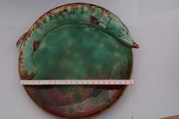 B/ Assiete Plate Ceramic Ceramique Fish Brochet Irisé No Palissy No école De Tours Diametre  23 Cm - Vallauris (FRA)