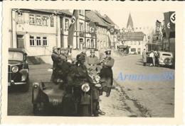 BMW R 12 Mit Beiwagen - Wehrmacht - NSDAP Hausfahnen - Guerre, Militaire