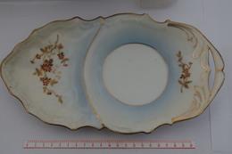 B/ Porcelaine De Paris ? Chantilly ?  26 Cm Dans Sa Longueur Pour Tasse Déjeuner Or Et émail En Relief - Chantilly (FRA)