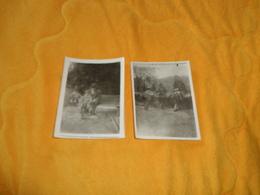 LOT DE 2 PHOTOS ANCIENNES DATE ?. / SCENE ENFANT AVEC SON VELO... - Persone Anonimi