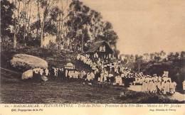 MADAGASCAR Madagasikara - FIANARANTSOA Ecole Des Frères - Procession FÊTE DIEU Mission F. Jésuites CPA - AFRIQUE Africa - Madagascar