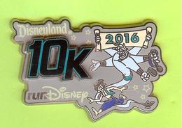 Pin's BD Disney Marathon 10K Génie (Double Moule) - 7I25 - Disney
