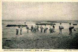 N°63558 -cpa Saint Trojan Les Bains -retour De Pêcheurs- - Sonstige Gemeinden