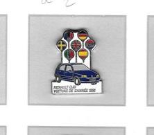 Pin's  Automobile  Renault  Clio  Bleu   Avec Drapeaux   Voiture  De  L' Année  1991  Signé  SOFREC  PARIS - Renault