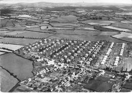 71 - GUEUGNON : Vue Aérienne Cités ( HLM Lotissement Cité Immeubles ) CPSM Dentelée GF Noir Blanc 1958 - Saône Loire - Gueugnon