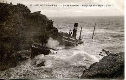 """N°63588 - Cpa Bel île En Mer -naufrage Du Cargo """"Yser"""" - Commerce"""