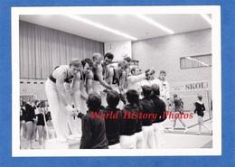Photo Ancienne - Lieu à Situer - Concours De Gymnastique - Remise De Médaille - Sportif D' Enghien Les Bains - Skol Bier - Sports