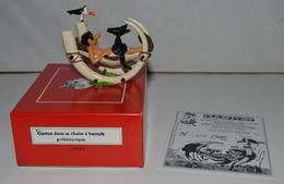 PIXI GASTON DANS SA CHAISE A BASCULE PREHISTORIQUE NEUF DANS SA BOITE D'ORIGINE CERTIFICAT N°168/1000 - Figurines