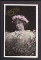 CPA Enfant Fillette Coiffée Couronne De Fleurs Et Habillée Avec élégance - Pretty Girl - Photo Stebbing VBC 3049 - Portraits