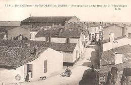 SAINT TROJAN Les BAINS - Croix Hosannière  Au Début De La Rue De La République - Ile D'Oléron