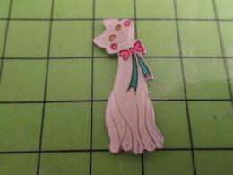 411i Pin's Pins / Rare Et De Belle Qualité !!! THEME : ANIMAUX / CHAT BLANC AVEC NOEUD PAPILLON - Animals