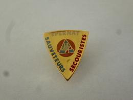 PINS EPERNAY SAUVETEURS SECOURISTES  / 33NAT - Firemen