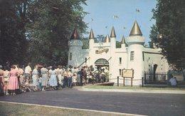 004423  Entrance Castle To Storybook Gardens, London - London