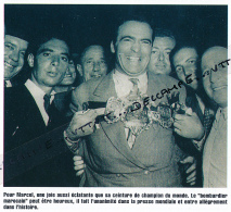 BOXE : PHOTO (1948), CHAMPIONNAT DU MONDE DES MOYENS, MARCEL CERDAN ET SA CEINURE, BOMBARDIER MAROCAIN - Boxing