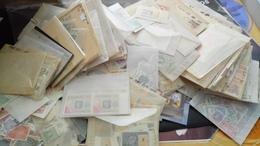 F0983 CARTON POCHETTES MONDE NEUFS / OB A TRIER POIDS 2KG COTE++ DÉPART 10€ - Francobolli