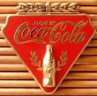 Pin's Coca-Cola Drink, Double Moule (Bouteille Dorée Relief), Zamac, Pins Pin. - Coca-Cola