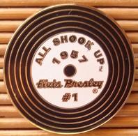"Pin's Elvis Presley ""All Shook Up"" 1957, émail Grand Feu, Pins Pin. - Music"