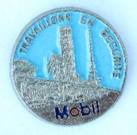 Pin's MOBIL - Travaillons En Sécurité - La Raffinerie - Zamac - J.BI. - H169 - Fuels